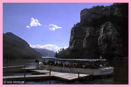 All images Copyright © 1997 - 2000 WriteLine. All Rights Reserved. River Tour through Gates of the Mountains
