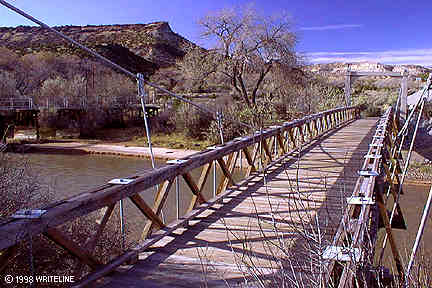 All images Copyright © 1997 - 2000 WriteLine. All Rights Reserved. Suspension bridge over Rio Grande